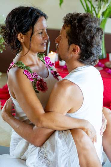 tantric couple eye gazing contemplating on what is tantra yoga